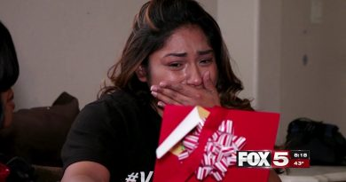 """FOX5 SURPRISE SQUAD: Struggling Mom Falls to Knees After """"Life-Changing"""" Gift from Santa 2"""