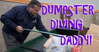 DUMPSTER DIVING ~ CAN'T KEEP DADDY OUT OF THE DUMPSTER!  DUMPSTER DIVING IN AMERICA!  FREEGANISM! 4